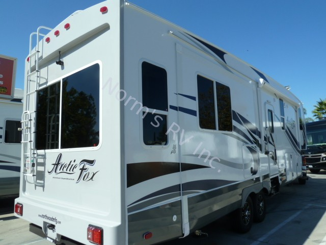 New 2017 Northwood Manufacturing Arctic Fox 32 5m Silver