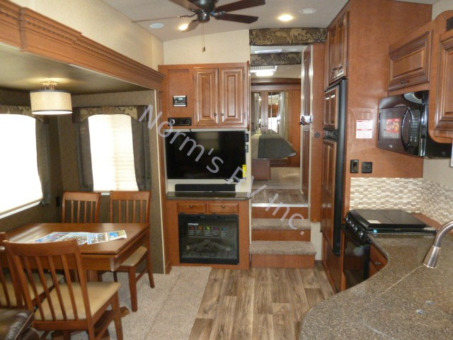 New 2018 Northwood Manufacturing Arctic Fox 29-5T Fifth Wheel @ Norm's RV Inc. in San Diego, CA