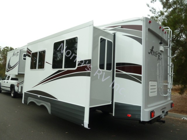 New 2019 Northwood Manufacturing Arctic Fox 29-5K Silver Fox Edition @ Norm's RV Inc. in San Diego, CA
