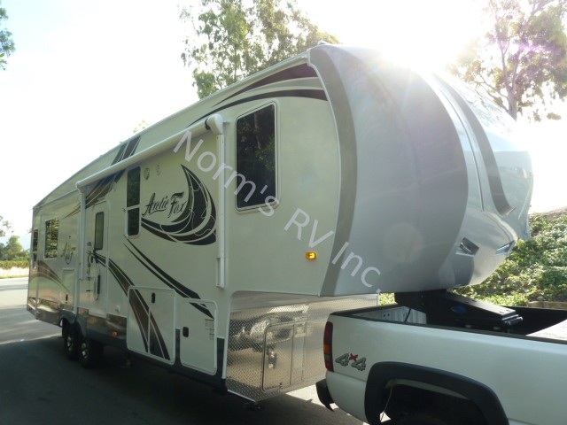 New 2019 Northwood Manufacturing Arctic Fox 32-5M Silver Fox Edition @ Norm's RV Inc. in San Diego, CA